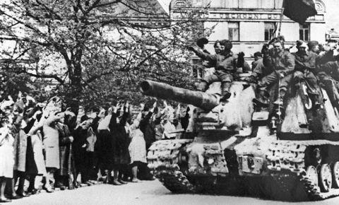 «Призыв о помощи»: как Пражская операция советских войск спасла столицу Чехословакии