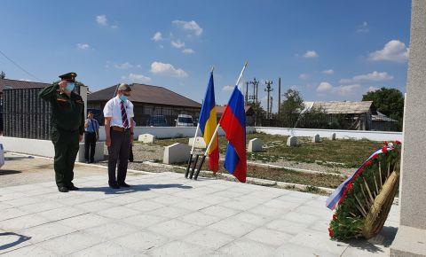 В Румынии прошла мемориальная церемония возложения венков к памятнику советским воинам