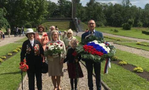 В Латвии прошла памятная церемония возложения венков и цветов на братском воинском кладбище