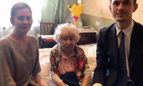 Сотрудники Генконсульства РФ в Даугавпилсе поздравили ветерана с днем рождения