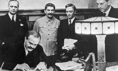 «Один день из истории»: Вячеслав Молотов подписал договор о ненападении с Германией