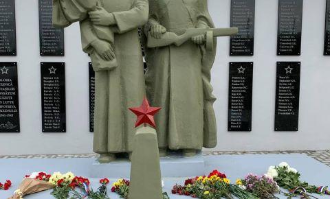 В молдавском селе Петрешты открылся восстановленный памятник на братской могиле советских воинов