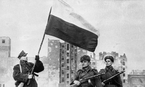 Граждане Польши благодарны Красной Армии за освобождение страны от фашизма