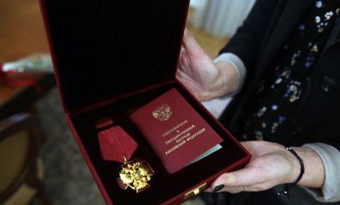 Орден «За заслуги перед Отечеством» поэта-фронтовика Эдуарда Асадова передали его семье