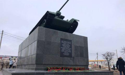 На Мамаевом кургане в честь победы в Сталинградской битве прозвучал выстрел памяти из орудий ЗИС-3 времен Великой Отечественной войны