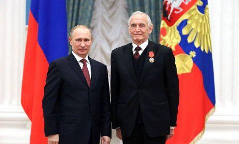 Владимир Путин направил телеграмму соболезнования родным и близким Василия Ланового