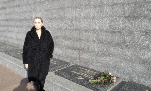 Родственница найденного поисковиками сержанта Анатолия Разумова посетила Музейный комплекс «35-я береговая батарея»