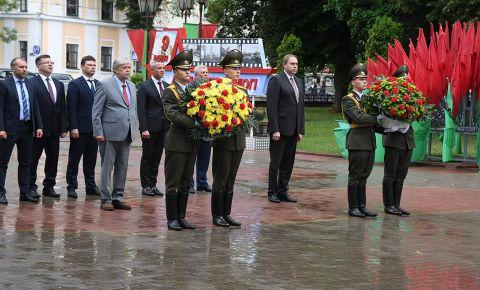 В Белоруссии прошел мемориальный митинг у памятника советским воинам и партизанам