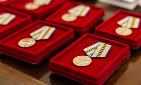 Власти Москвы вручат ветеранам юбилейные медали до Парада Победы