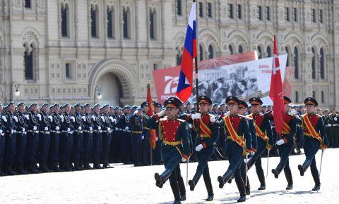 Президент России пообщался с ветеранами перед парадом на Красной Площади