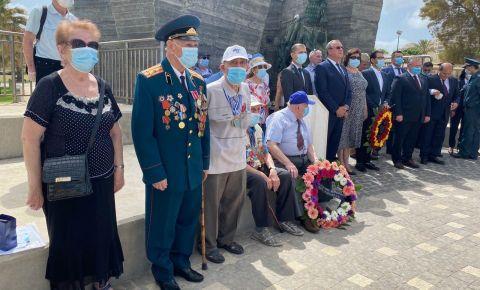 В «День памяти и скорби» в израильском городе Нетания, прошла церемония возложения венков