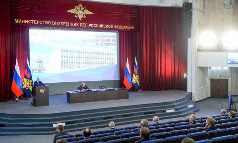 Путин потребовал от МВД жестко пресекать пропаганду национализма и ксенофобии