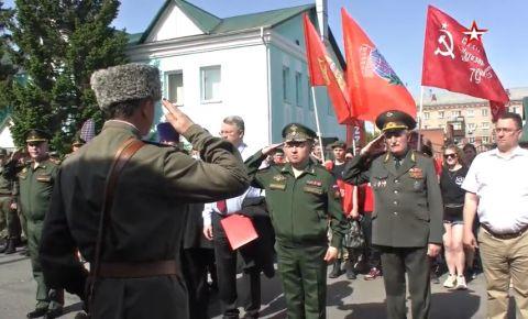 Около 20 тысяч человек встретили поезд с акцией Минобороны «Мы - армия страны! Мы - армия народа!» в Омске