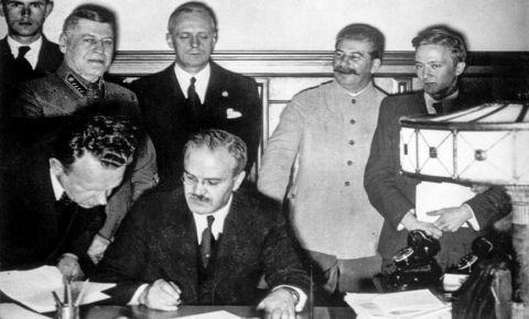 Сравнение СССР и нацистской Германии названо кощунством