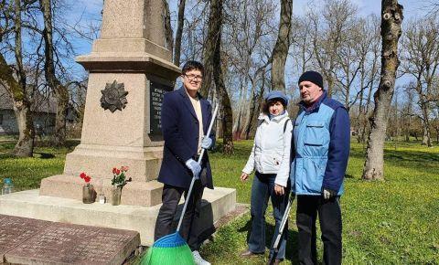 В Эстонии волонтёры проведут уборку более десяти советских военных захоронений