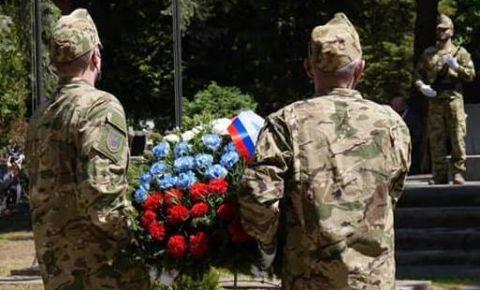 В Венгрии прошла мемориальная церемония возложения венков к мемориальному комплексу, посвящённому подвигу советских воинов