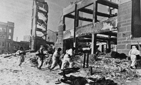 23 ноября 1942 года силы Юго-Западного и Сталинградских фронтов Красной армии соединились в районе Калача
