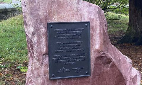 Памятник советским летчикам установили в Шотландии в День памяти павших