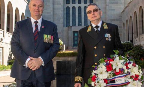 Посол Российской Федерации А.Павловский возложил венок в Австралийском военном мемориале