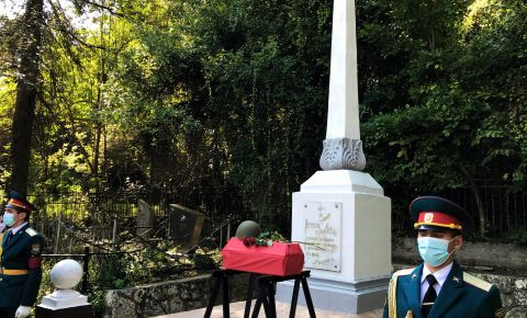 В Абхазии прошла церемония захоронения останков двух безымянных красноармейцев, погибших осенью 1942 года