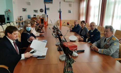 Школьники из России и Франции встретились с ветеранами войны и потомками героев легендарной «Нормандии-Неман»