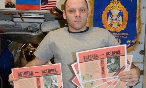 Макеты книг «Истории, рассказанной народом» прибыли на борт Международной космической станции