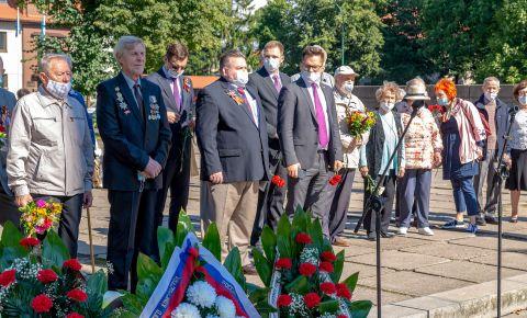 В Клайпеде прошёл митинг и возложение венков по случаю 75-й годовщины окончания Второй мировой войны