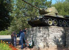В Нарве прошла мемориальная церемония поминовения красноармейцев, погибших при освобождении города