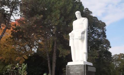 В Абхазии прошла церемония возложения цветов посвящённая «Дню Неизвестного Солдата «