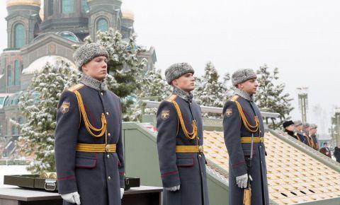 В Военно-мемориальном комплексе «Дорога памяти» прошла торжественная церемония закладки капсул с землей с мест захоронений советских воинов, погибших на белорусской земле