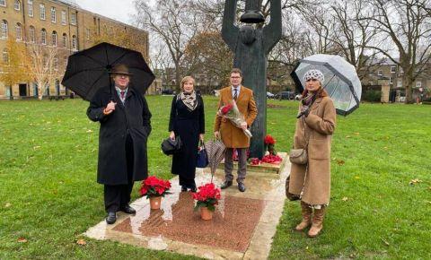 В Великобритании прошла церемония возложения цветов к Советскому военному мемориалу