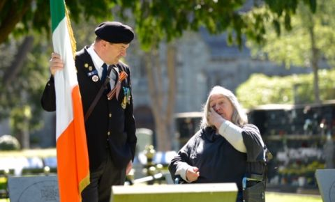 Мемориальная церемония на кладбище Дублина