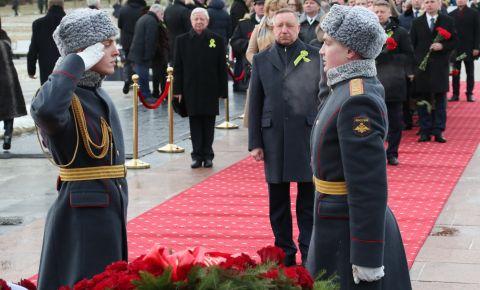 На Пискаревском кладбище прошли мемориальные мероприятия, посвященные 76-й годовщине освобождения Ленинграда