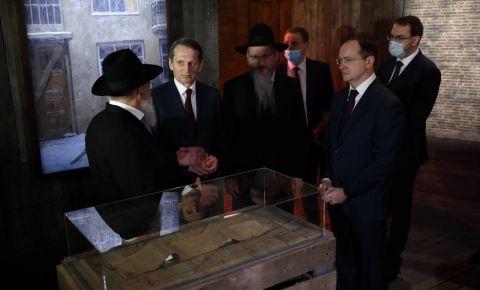 Владимир Мединский и Сергей Нарышкин открыли выставку «Ни меры, ни названья, ни сравненья»