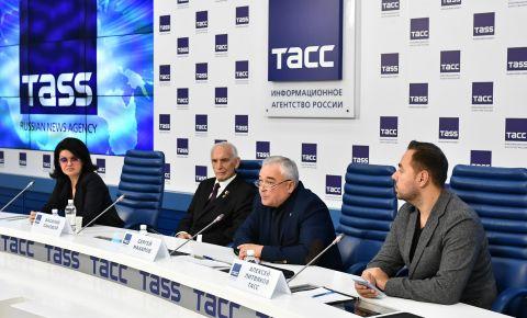 Фоторепортаж с пресс-конференции сопредседателей «Бессмертного Полка России» в ТАСС