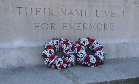 Мемориальная церемония забора земли из захоронений советских солдат, погибших в ходе Второй мировой войны (Йоркшир, Великобритания)