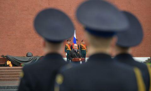 Президент России отдал дань памяти павших и заверил: юбилей Победы еще обязательно отметим