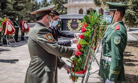 В Китае прошла ежегодная церемония возложения венков к мемориалу советским воинам
