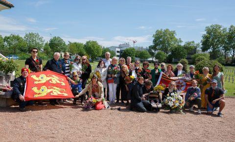 «Бессмертный полк» Лиона провел церемонию возложения цветов к могиле неизвестного солдата