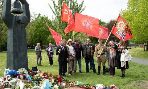 В Лондоне в День Победы, прошла мемориальная церемония у «Советского воинского мемориала»