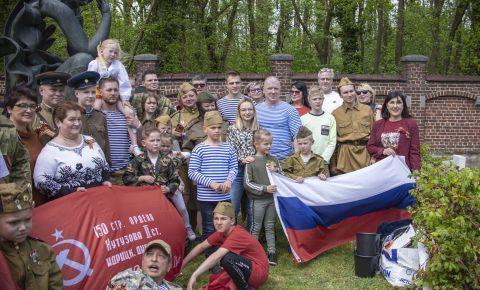 В День Победы, во многих городах Бельгии прошла церемония возложения цветов на могилы советских солдат