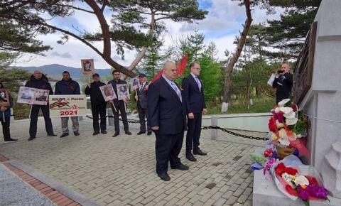В КНДР возложили цветы к Монументу Освобождения на горе Моранбон