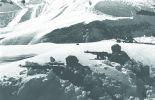Красноармейцы на позиции обороняют горный перевал на Кавказе