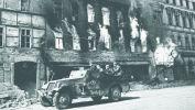 Советский бронетранспортер M3A1 очищает улицы Вены от противника. Австрия, 12 апреля 1945 года