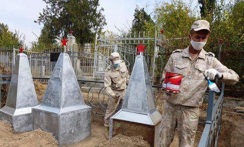В Таджикистане провели субботник на Аллее Славы православного городского кладбища