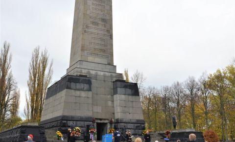 В Германии состоялось памятное мероприятие на советском воинском захоронении в Панкове