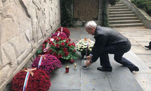 Сотрудники Генконсульства почтили память советских воинов, погибших при освобождении Познани