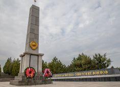 В Китае прошла церемония возложения венков и цветов, посвященная памяти советских воинов