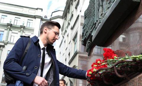В Москве возложили цветы к мемориальной доске в память о сотрудниках НКИД СССР – участниках народного ополчения 1941 года